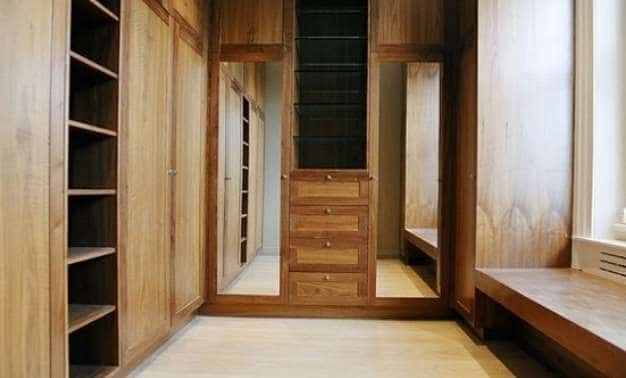 01_walkin_in_wardrobe_mirror 551×432